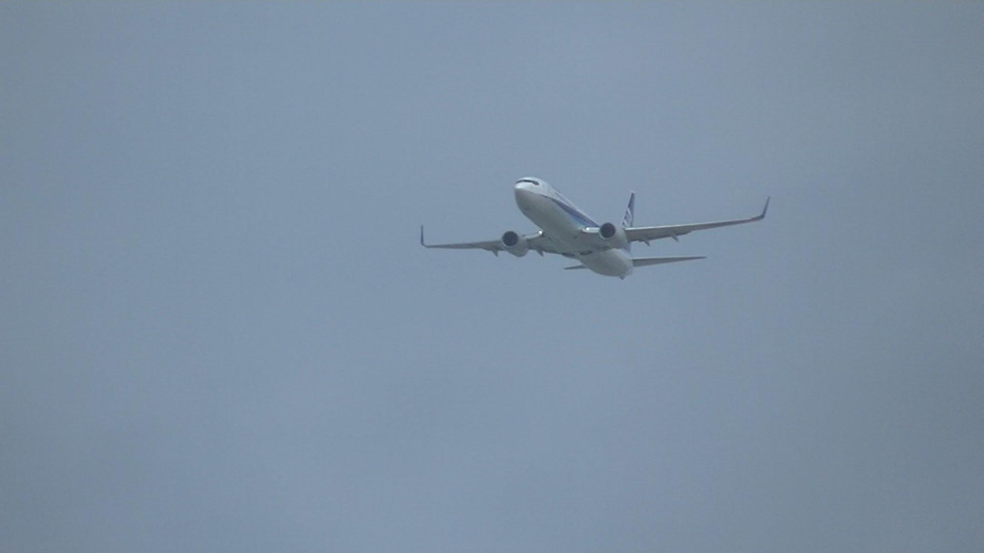 【動画】過密する那覇空港 滑走路が空かずゴーアラウンドするANAのB737