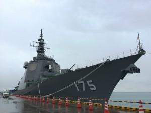 中城湾港に接岸中の護衛艦みょうこう